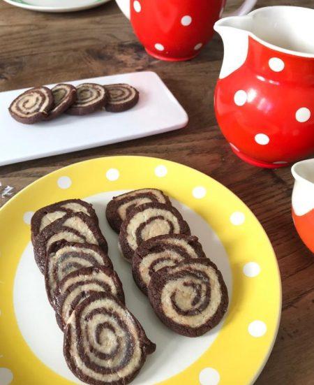 galletas, caracolas de vainilla y chocolate